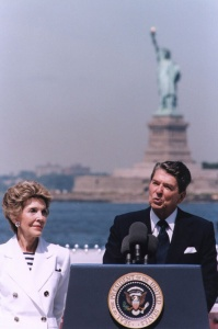 President_Reagan_giving_speech_on_the_Centennial_of_the_Statue_of_Liberty,_Governor's_Island,_New_York,_1986